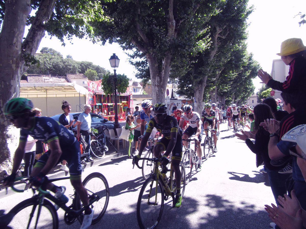 The Tour passing in Bédoin